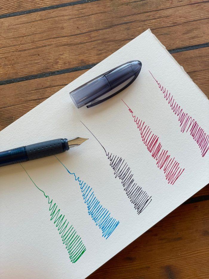splendid fountain pen with three black ink cartridges