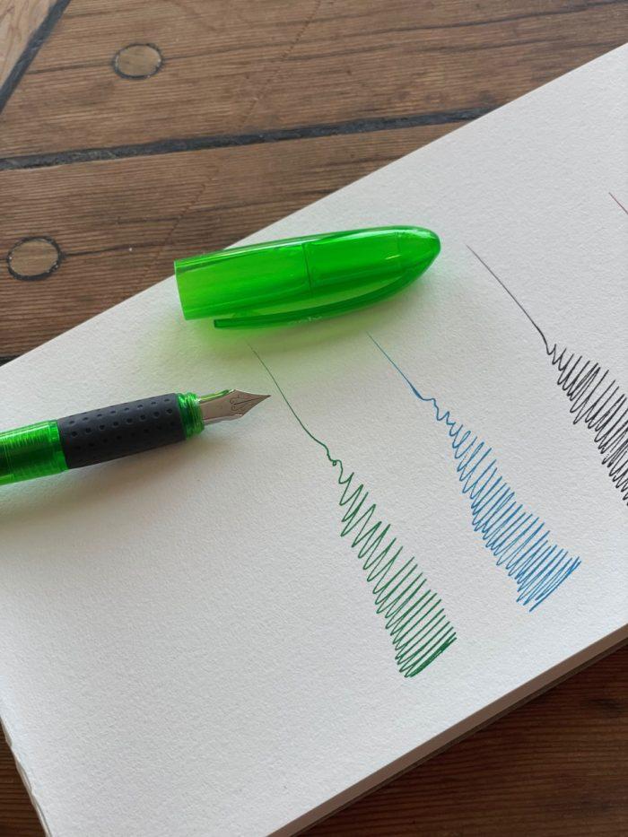 splendid fountain pen with three green ink cartridges